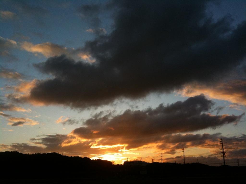 【スローライフ】 朝焼けは雨の予報?